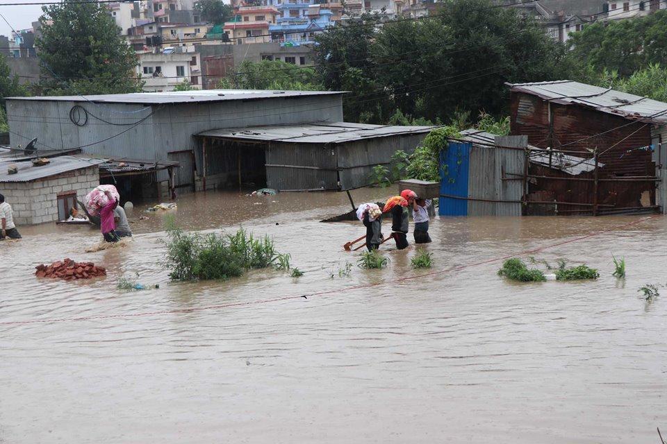 भक्तपुरमा ३ को मृत्यु, कैयौं बस्ती डुबानमा, १५ घर ढले