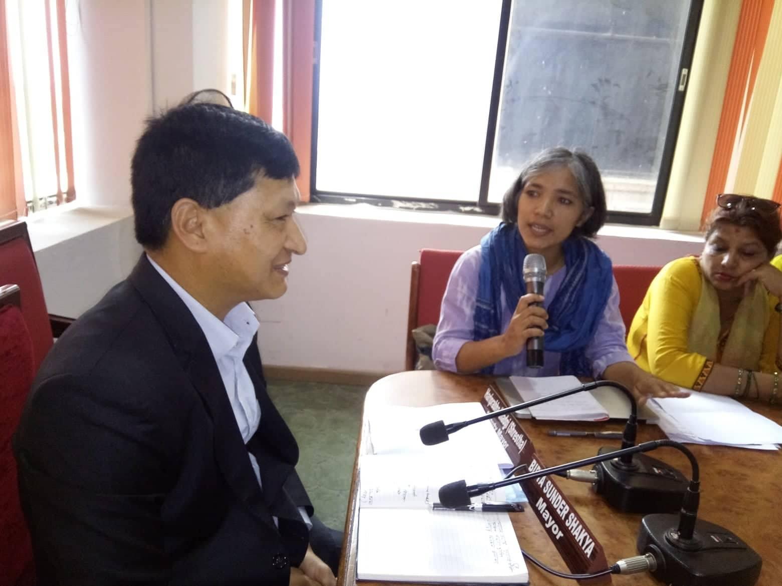 काठमाडौंका मेयरलाई मानुषीको सुझाव– स्मार्ट सिटी बनाउन स्मार्ट बन्नुस्