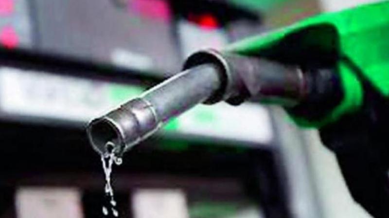 पेट्रोलियम पदार्थको मूल्य फेरि बढ्यो, मट्टितेलको मूल्य ९२ रूपैयाँ