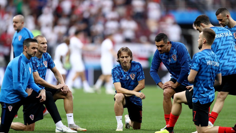 विश्वकपको सेमिफाइनलमा इंग्ल्यान्ड र क्रोएसियाबीचको खेल सुरु
