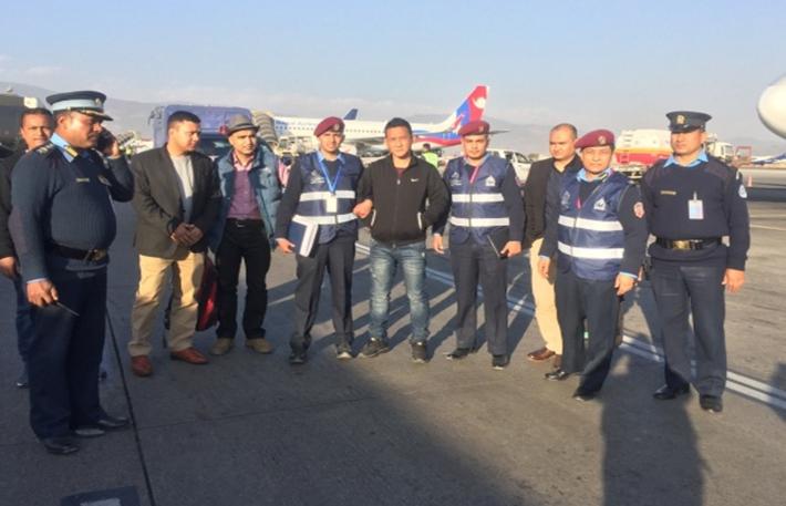 'ठमेल हत्याकाण्ड'का अभियुक्त मुखियालाई नेपाल ल्याइयो