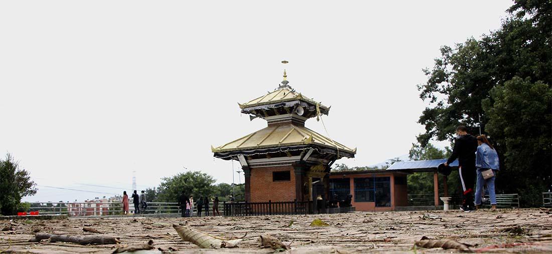 काठमाडौंको टोखा नगरपालिकाको रमणीय ठाउँ भुतखेलमा निषेधाज्ञा खुकुलो भएपछि सर्वसाधारणको चहलपहल बढ्दो छ । तस्बिर : हरिशजंग क्षेत्री