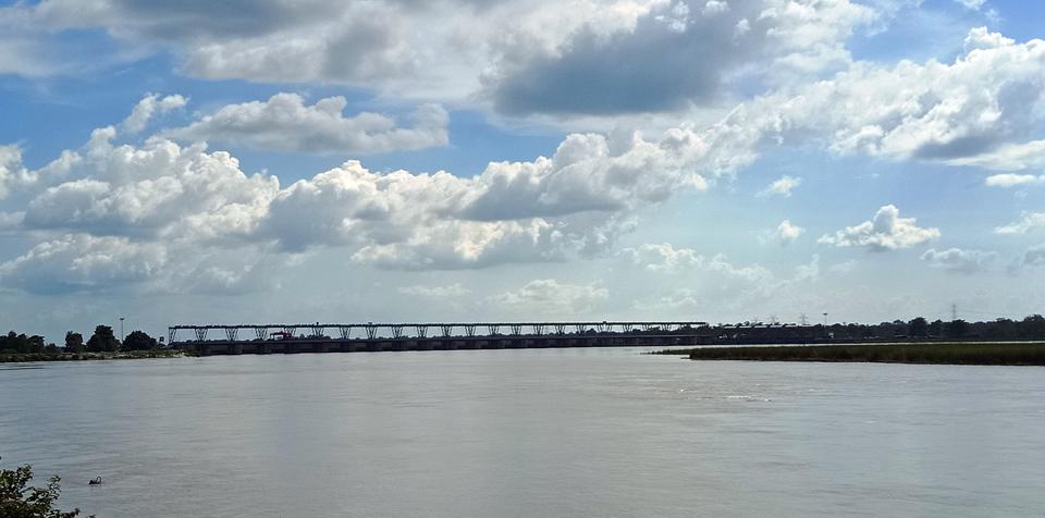 कञ्चनपुरको भीमदत्तनगरपालिका ९ ब्रम्हदेव नजिक महाकाली नदीको टनकपुर बाँधमा भारतले बनाएको पुल । तस्बिरः रासस