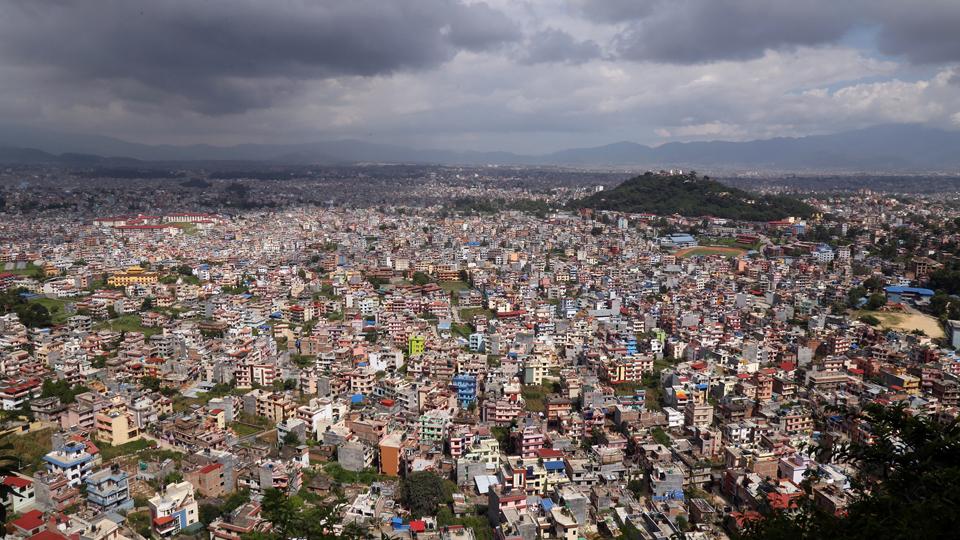 स्वयम्भूको हल्चोकबाट देखिएको काठमाडौँ उपत्यकाको रमणीय दृश्य । तस्बिरः रासस