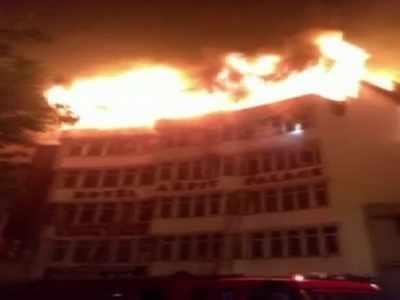 नयाँ दिल्लीको होटलमा आगलागी, कम्तिमा ९ जनाको मृत्यु