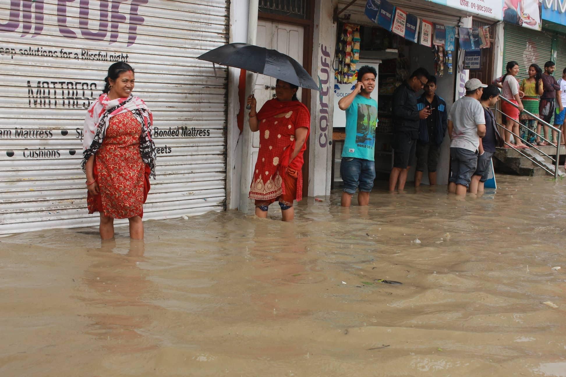 भक्तपुर र थिमि डुबानमा, बाढी घरभित्रै पस्यो– प्रमुख राजमार्ग ठप्प