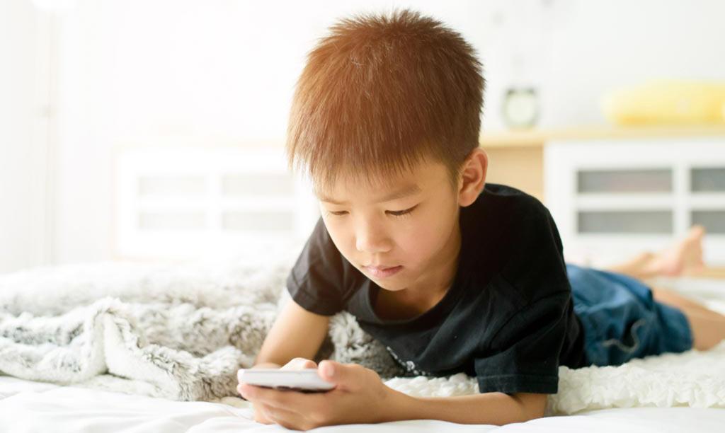 अहिलेका बालबालिकाको सातवर्षमै छुट्टै मोबाइल