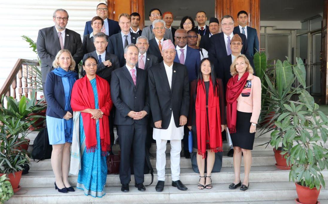 विश्व बैंकका कार्यकारी निर्देशकहरुसँग अर्थमन्त्रीको भेटवार्ता, नेपालको सफलताको प्रशंसा