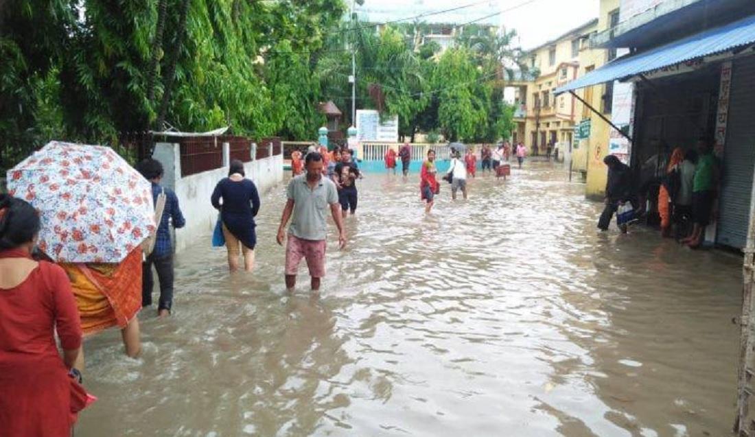 सधैँ डुबानमा पर्छ प्रदेश १ को राजधानी, पम्पसेट चलाएर अस्पतालबाट पानी निकालियो !