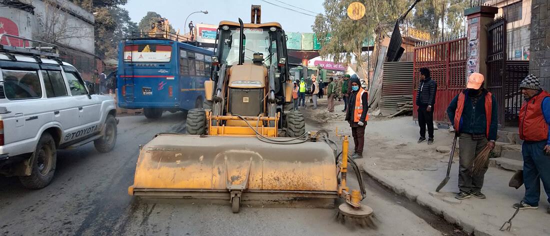 ११ करोडमा पाँच ब्रुमर ल्याउँदै कामनपा, दुई टन धुलो उठाउने